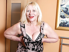 Raunchy British Housewife Playing With Her Prudish Snatch - MatureNL