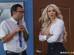 Busty hell-cat Nicolette Shea hooks up with reference to a lucky gentleman