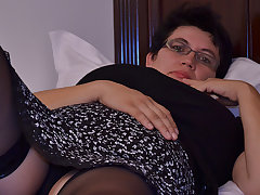 Horny Houswife Gettin' All Naughty - MatureNL