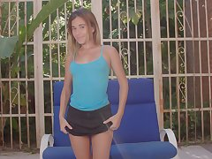 Torrid all natural babe Shana Ricci gets nude and desires to please herself