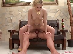 Seductive Blonde Is Getting The brush Perfectly Shaved Pussy The Way She Likes The Most