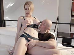 Alluring MILF amazes with how good she can fuck