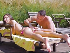 Sunny outdoor carnal knowledge pleases the charming teen withy top orgasms