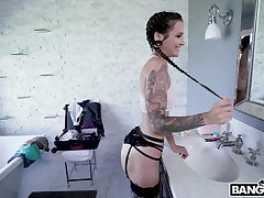 Tattooed room-mate Luna Lovely drops on her knees to give head