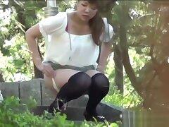 Japanese cuties urinate