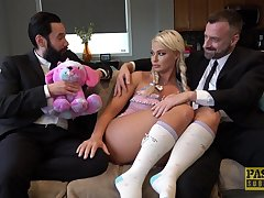 Blonde slut London River likes with respect to fuck in front be expeditious for the brush husband