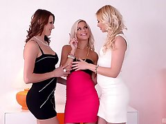 Sapphic threesome with Lola Blond and Victoria Daniels is memorable