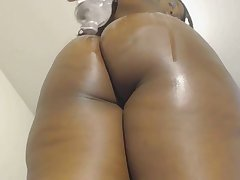 Oiled up ebony shakes say no to big booty on webcam and loves it
